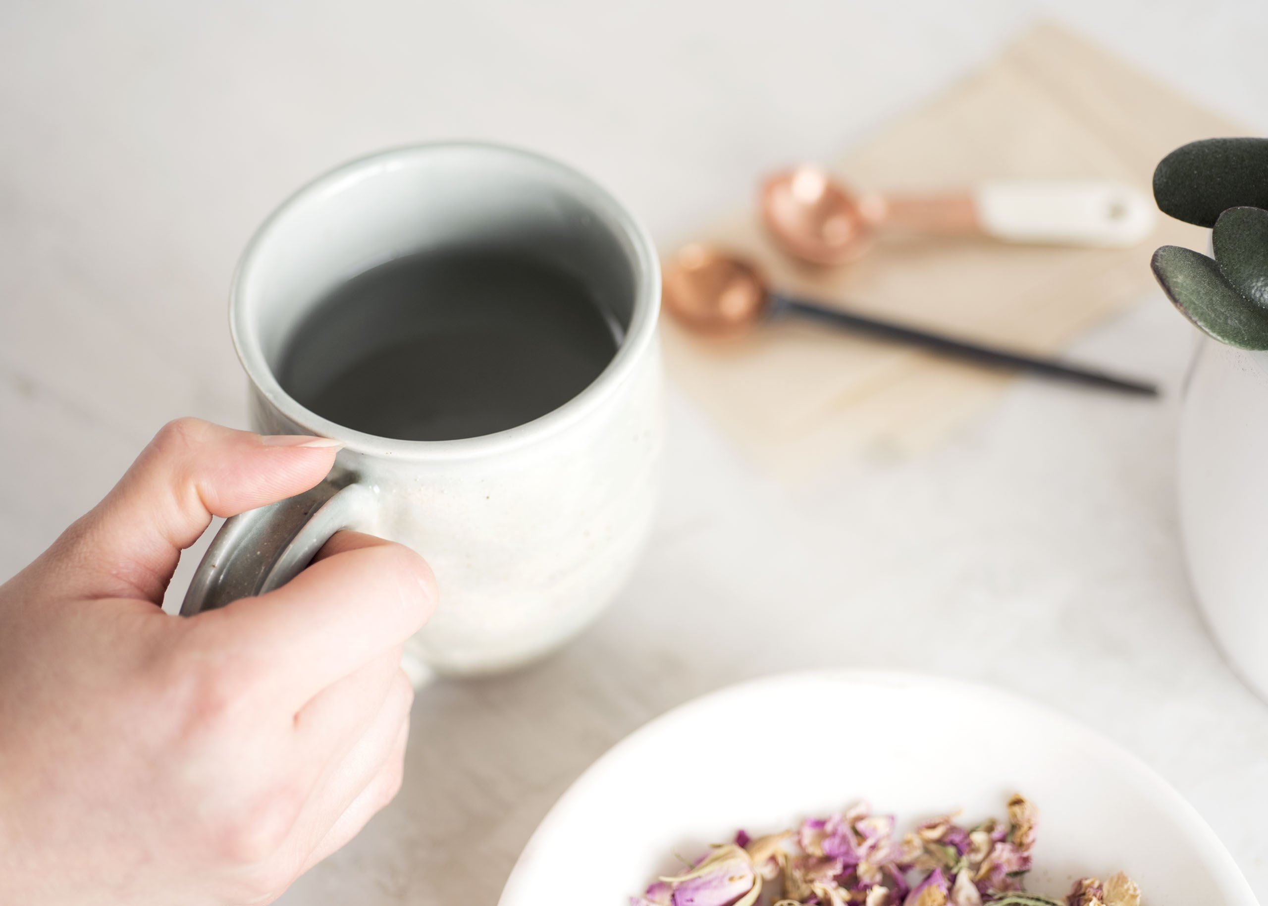 A Natural (and Delicious) Alternative to the Blossoming Rose Tea Latte